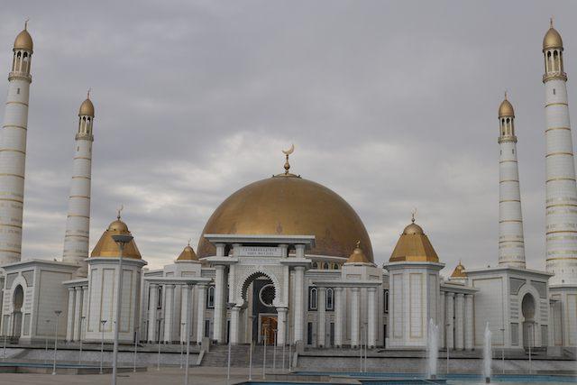トルクメンバシィ・ルーフ・モスク