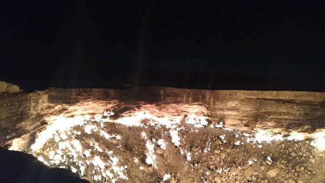 トルクメニスタン_地獄の門_夜