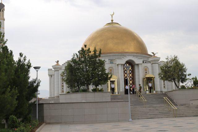 トルクメンバシィ・ニヤゾフ廟