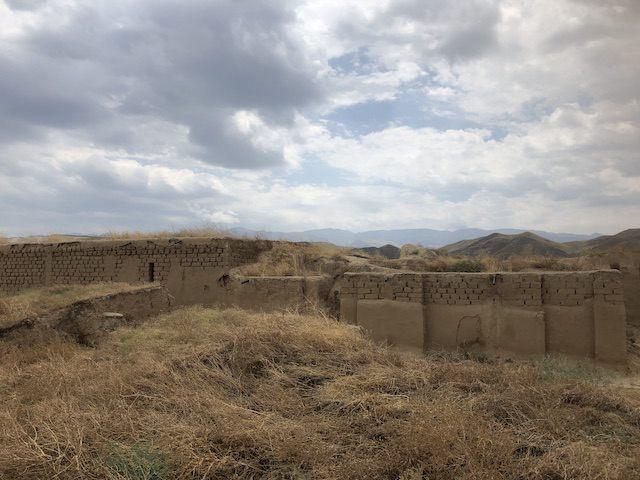 旧ニサ遺跡に残る建物